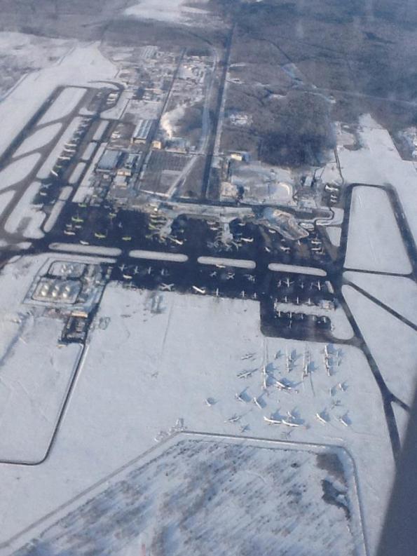 προσγειωνόμαστε στο αεροδρόμιο Domodedovo.