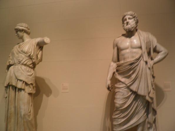 Έχει πολλά αγάλματα αντίτυπα από την Ελλάδα.