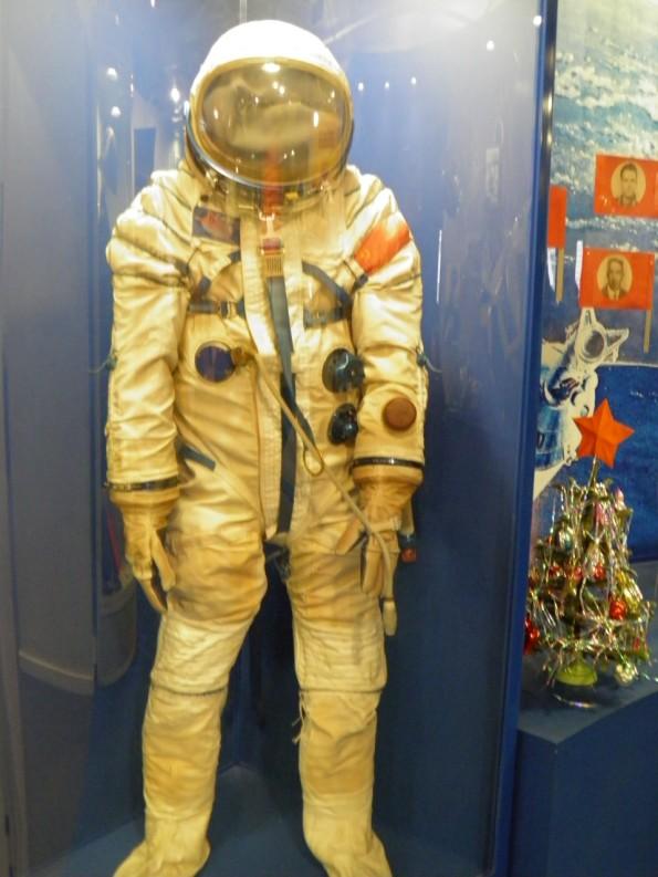 οι πρωτοι που πηγαν στο διαστημα