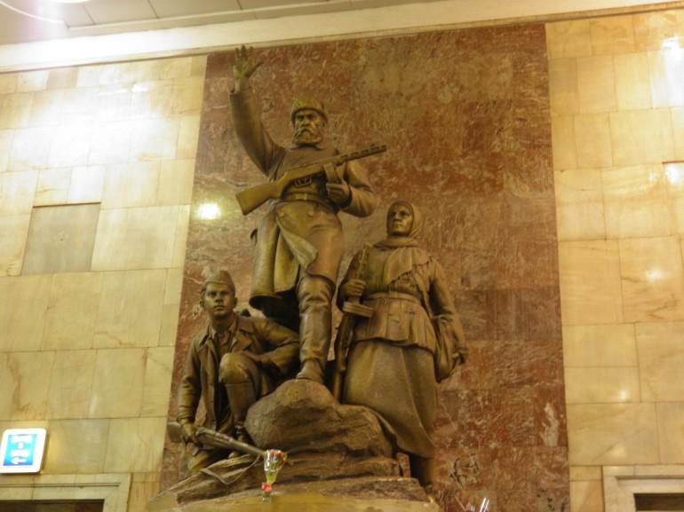 Άγαλμα στο μετρό της Μόσχας .( θα ετοιμάσω άλλο άρθρο για το μετρό )