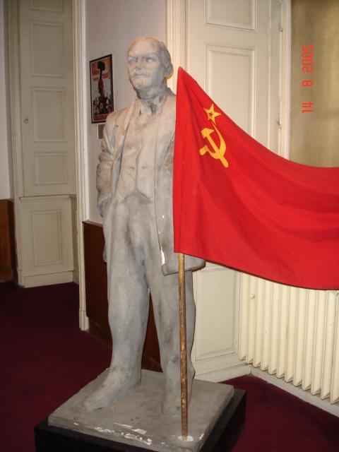 Πράγα , πεταγμενος σε ιδωτικο μουσειο