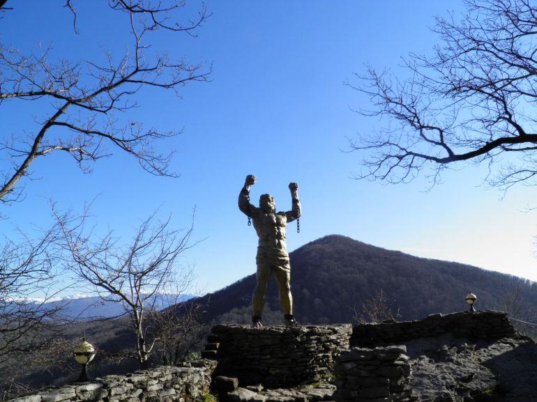 Το άγαλμα του Προμηθέα δεσμώτη στον Καύκασο .