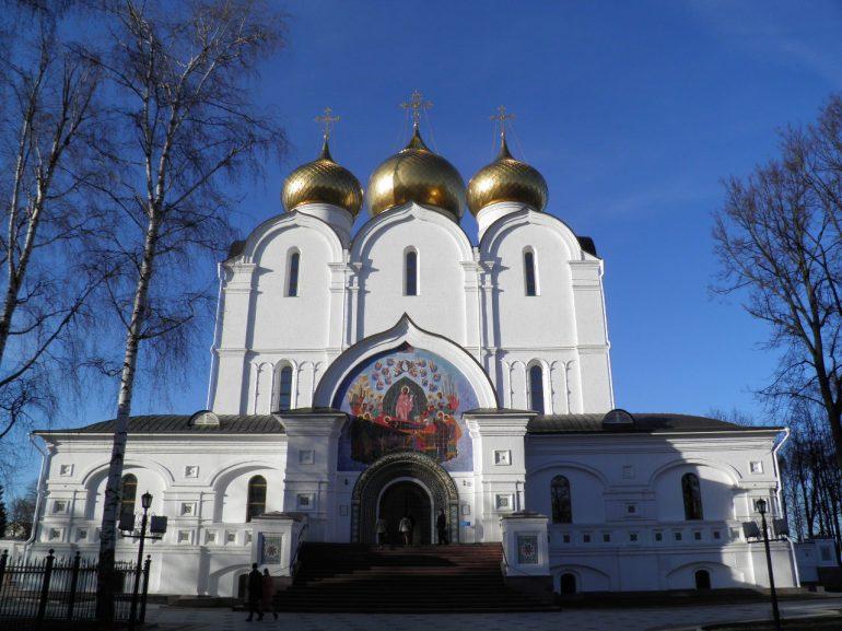 Ο καθεδρικός ναός Κοιμήσεως της Θεοτόκου, που χτίστηκε από πέτρα στις αρχές της δεκαετίας 1210S, ξαναχτίστηκε στη σημερινή του μορφή το 2010